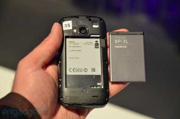 nokia lumia 710 - что под крышкой