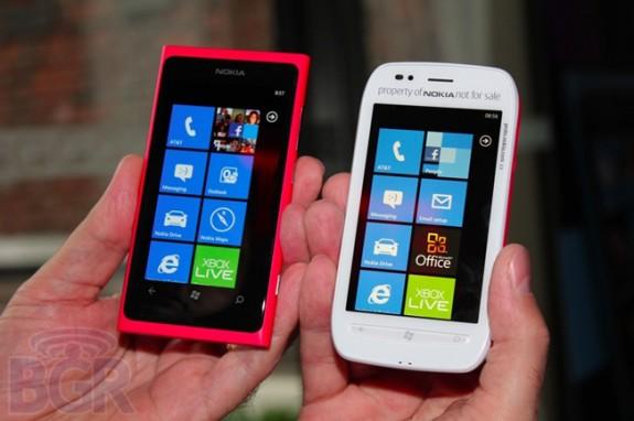 Nokia Lumia 800 (слва) и 710 (справа)