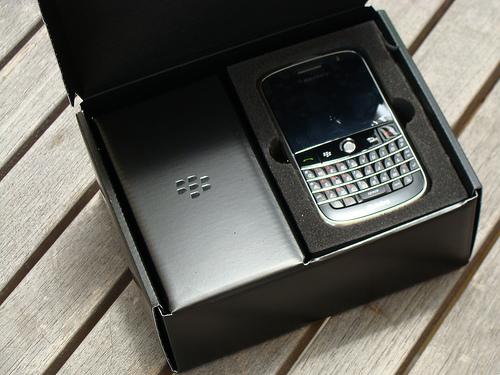открываем коробку с BlackBerry Bold 9000